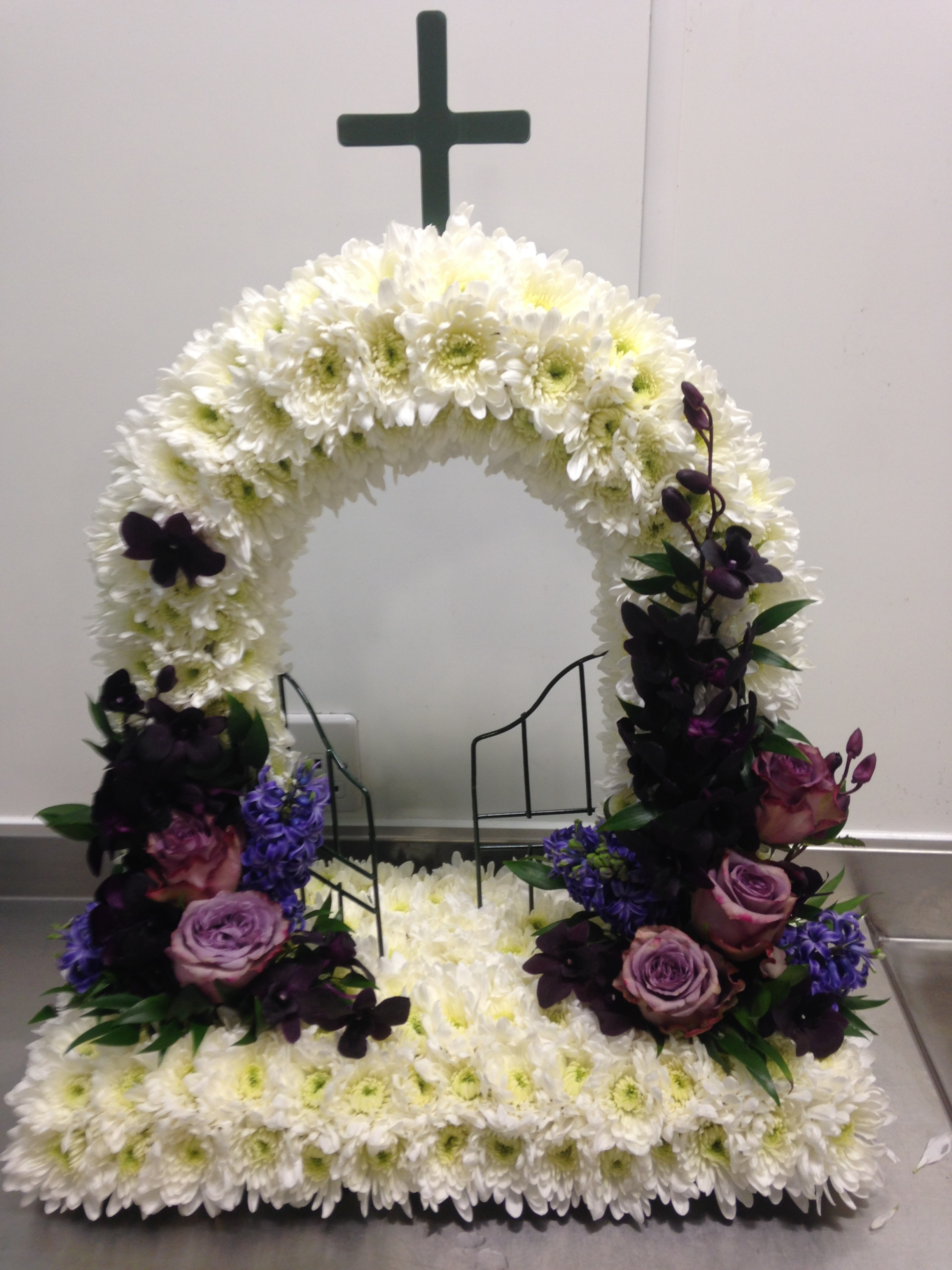 Funeral flowers blackburn le rainflorist we deal directly with funeral directors to ensure flowers are delivered at exactly the right time so they will always look at their best izmirmasajfo Image collections